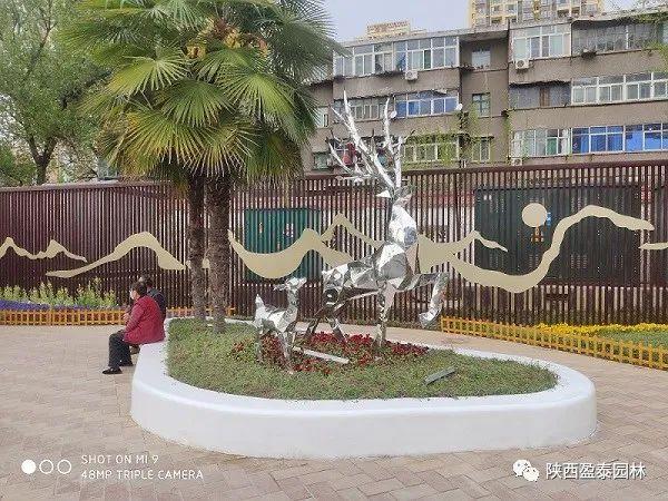 宝鸡玻璃钢树池及不锈钢雕塑